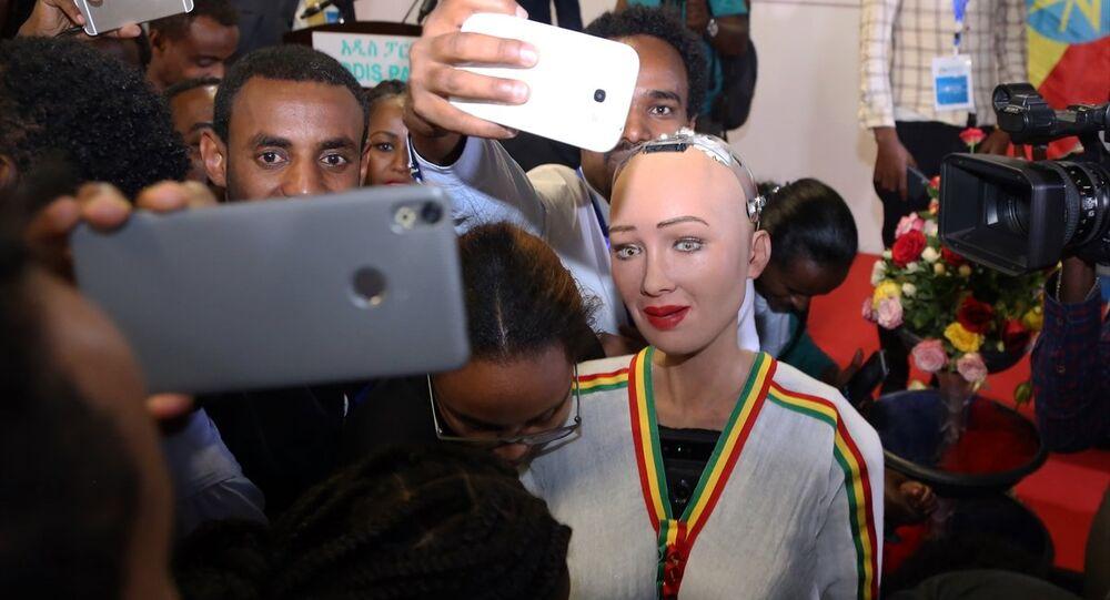 Etiyopya'da robot Sophia'ya yoğun ilgi