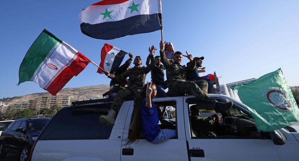 Suriye ve İran bayrakları