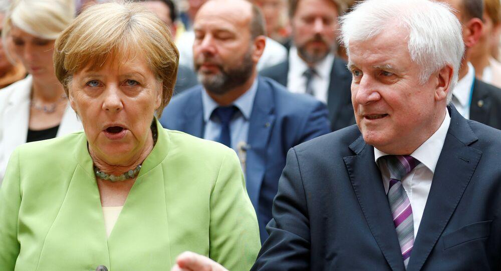 Merkel ile Seehofer