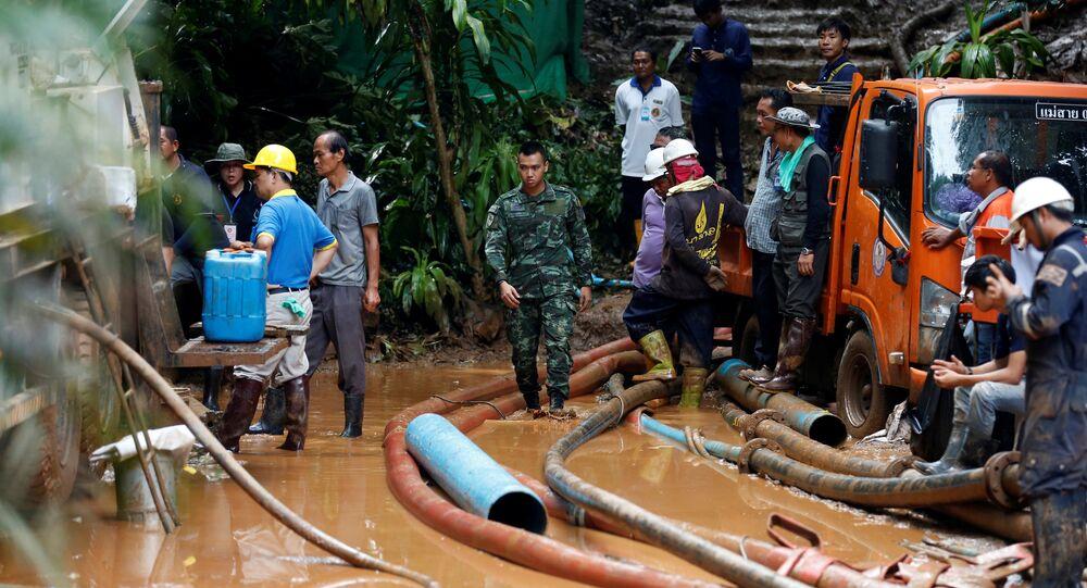 Tayland'da Tham Luang Nang Non mağaralar sisteminde mahsur kalan çocuklara ulaşıldı.