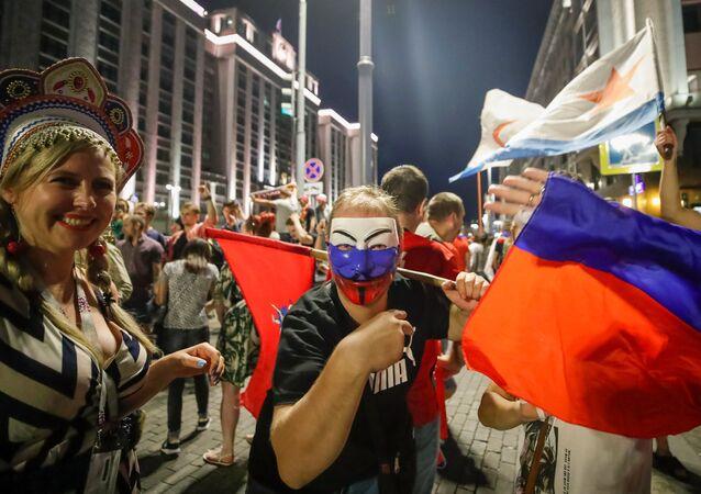 İspanya zaferinin ardından kutlama yapan Rus taraftarlar