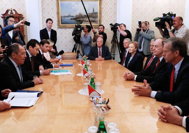 Rusya Dışişleri Bakanı Sergey Lavrov, ABD'li senatörler John Thune, Richard Shelby, John Hoeven, Jerry Morgan, Temsilciler Meclisi üyesi Kay Granger ve ABD'nin Rusya Büyükelçisi Jon Huntsman ile görüştü