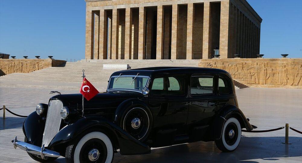 Mustafa Kemal Atatürk'ün, Anıtkabir'deki 1935 model Lincoln marka zırhlı makam otomobili