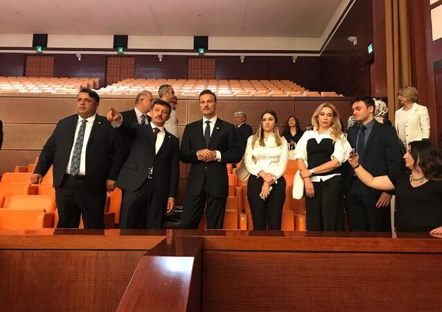 AK Parti İzmir Milletvekili Alpay Özalan
