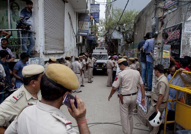 Hindistan'da aynı aileden 11 kişinin cesedinin bulunduğu evin sokağı