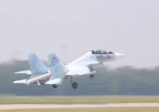 Rus Su-30SM savaş uçakları, Batı Askeri Bölgesi'nin  hizmetine girdi