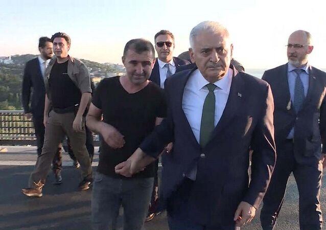 Köprüdeki intiharı Başbakan Yıldırım önledi