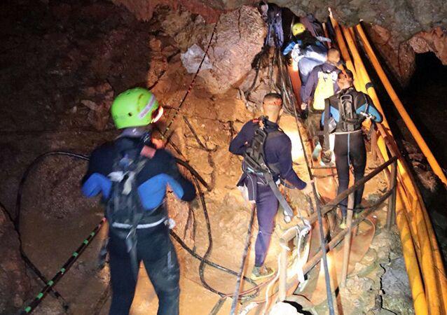 Tayland, mağarada mahsur kalan çocuklar, kurtarma operasyonu