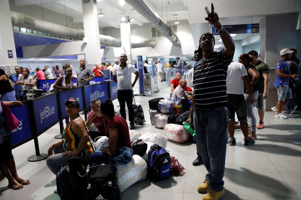 Cumartesi günü havayolu şirketleri yaşanan olaylar nedeniyle Haiti'ye uçuşlarını iptal etmişti. Bazı havayolu şirketlerinin yeniden ülkedeki hizmetlerine döndüğü belirtildi.