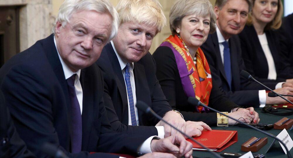 David Davies, Boris Johnson, Theresa May, Philip Hammond, Amber Rudd (soldan sağa)