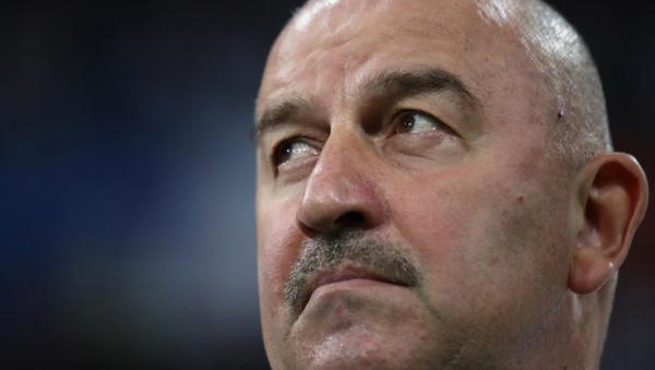 Rusya milli takım antrenörü Stanislav Çerçesov - Sputnik Türkiye