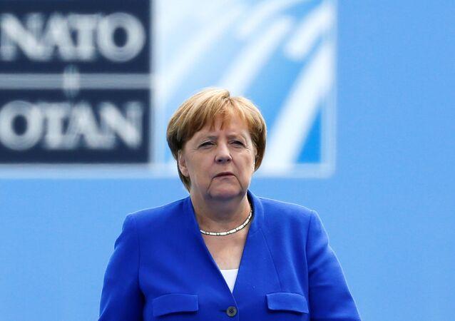 Trump'lı NATO zirvesine gelişte Merkel