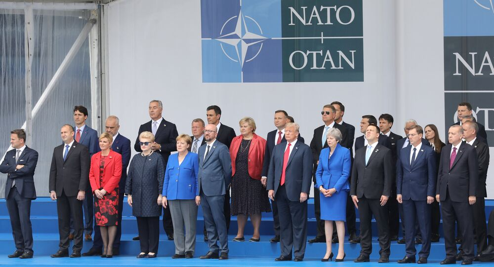 NATO zirvesi öncesi aile fotoğrafı