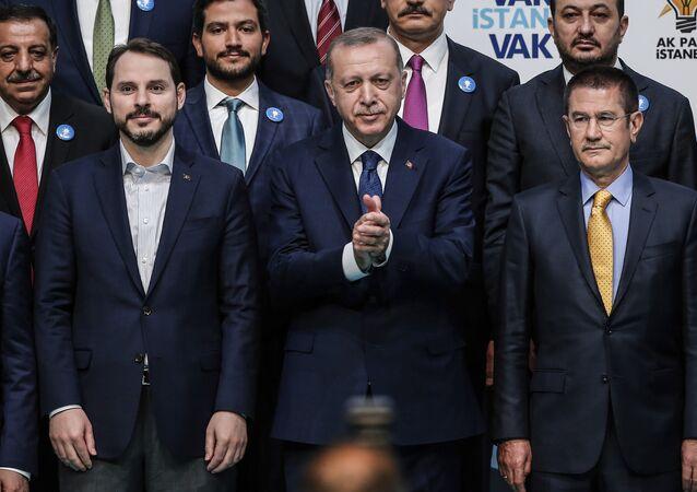 Cumhurbaşkanı Recep Tayyip Erdoğan ile damadı Hazine ve Maliye Bakanı Berat Albayrak