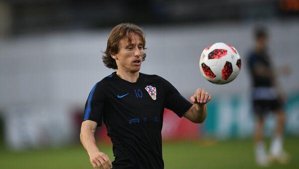 Hırvat oyuncu Luka Modric, Hırvatistan ile Rusya maçından önce, antrenman yaparken - Sputnik Türkiye
