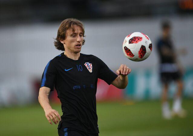 Hırvat oyuncu Luka Modric, Hırvatistan ile Rusya maçından önce, antrenman yaparken