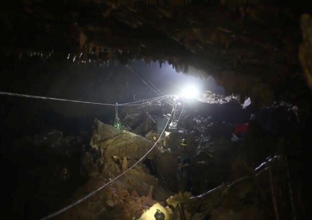 Tham Luang mağarası