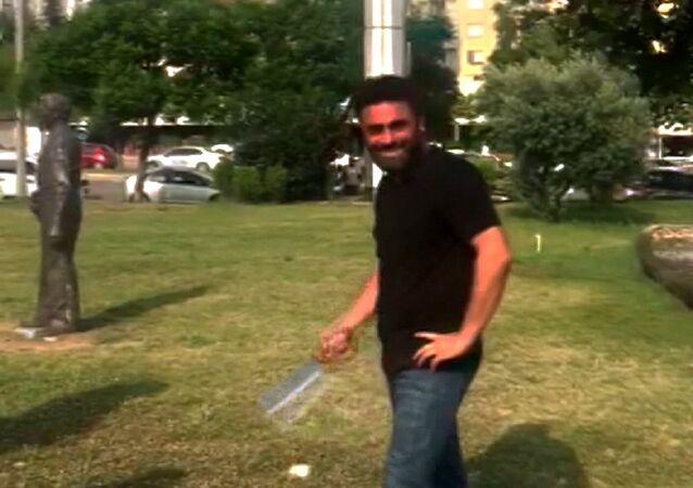 Adana'da Atatürk büstüne saldırı