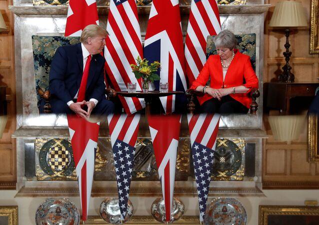 ABD Başkanı Donald Trump ile İngiltere Başbakanı Theresa May, başbakanın yazlık konutu olan Buckinghamshire'daki Chequers'da görüştü (13 Temmuz 2018).