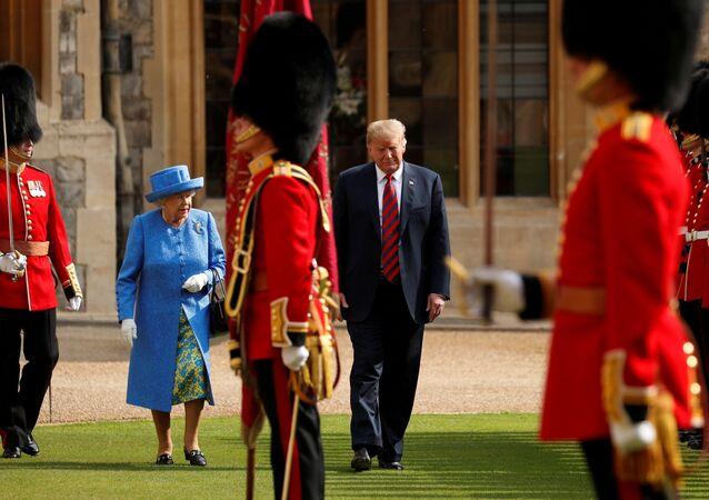 Donald Trump 13 Temmuz 2018'de Kraliçe Elizabeth tarafından Windsor Kalesi'nde ağırlandı.