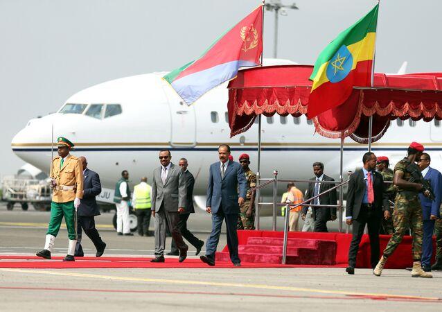 Addis Ababa'daki Bole Havalimanı'na inen Eritre Devlet Başkanı Isaias Afwerki'yi Etiyopya Başbakanı Abiy Ahmed karşıladı.