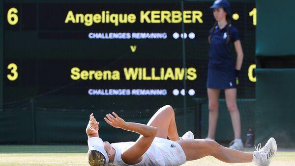Avustralya Açık ve ABD Açık'ta 2016 yılında şampiyonluk elde eden 30 yaşındaki Alman tenisçi Angelique Kerber, Wimbledon'ı da kazanarak kariyerindeki üçüncü grand-slam zaferine ulaştı. - Sputnik Türkiye