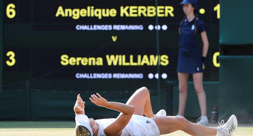 Avustralya Açık ve ABD Açık'ta 2016 yılında şampiyonluk elde eden 30 yaşındaki Alman tenisçi Angelique Kerber, Wimbledon'ı da kazanarak kariyerindeki üçüncü grand-slam zaferine ulaştı.