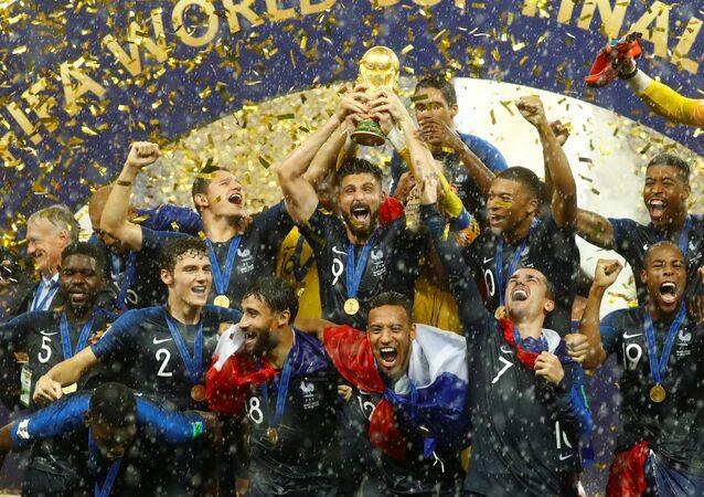 Fransa Milli Futbol Takımı, 2018 Dünya Kupası'nı kaldırdı
