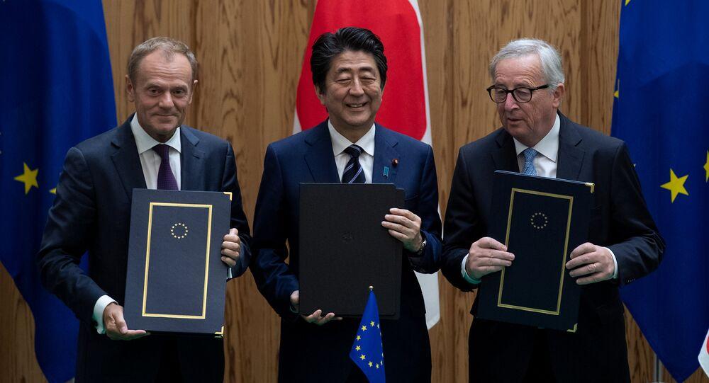 Japonya Başbakanı Şinzo Abe, AB Komisyonu Başkanı Jean-Claude Juncker ve AB Konseyi Başkanı Donald Tusk
