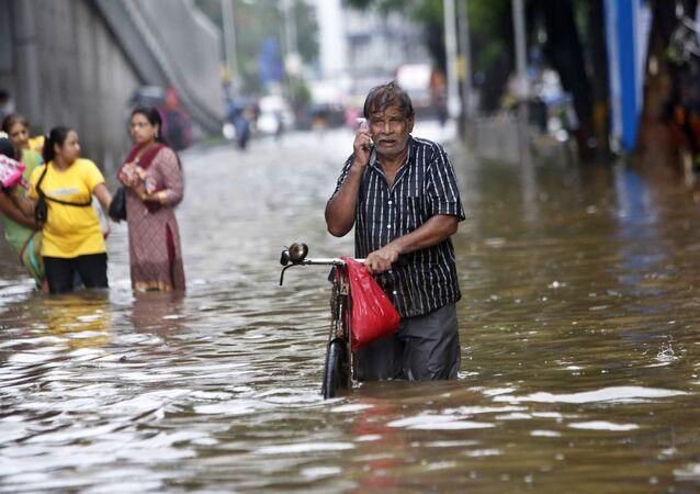 Hindistan'da muson yağmurları 511 can aldı