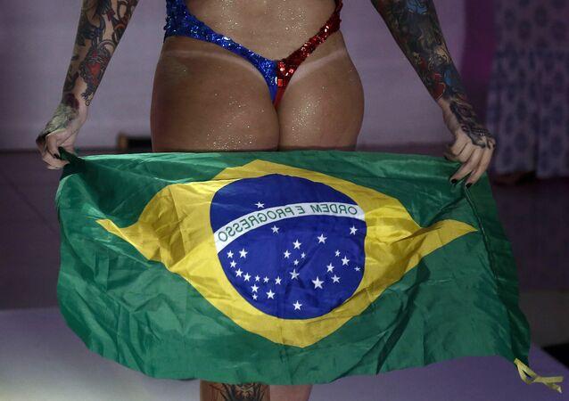 Brezilya'da yapılan 'Miss Bumbum' yarışmasının katılımcılarından biri