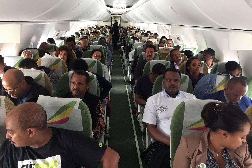 Birleşmiş Milletler'in 2002'de belirlediği sınırları kabul edeceğini açıklayan Etiyopya Başbakanı Abiy henüz sınırdaki askerlerin çekilmesi emrini vermedi. Ancak Eritre'ye tarihi bir ziyaret yaparak Eritre Devlet Başkanı Isaias Afwerki ile birlikte resmen savaşın sonlandığını duyurmuştu. Afwerki de birkaç gün sora Etiyopya'ya resmi ziyarette bulunmuştu. Pazartesi günü Afwerki, Addis Ababa'daki Eritre büyükelçiliğini de yeniden açmıştı.