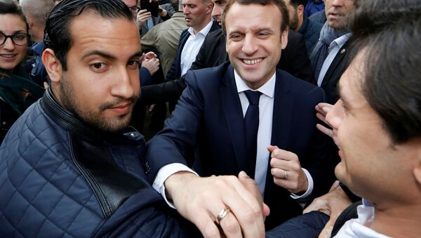 Fransa Cumhurbaşkanı Emmanuel Macron ve Alexandre Benalla - Sputnik Türkiye