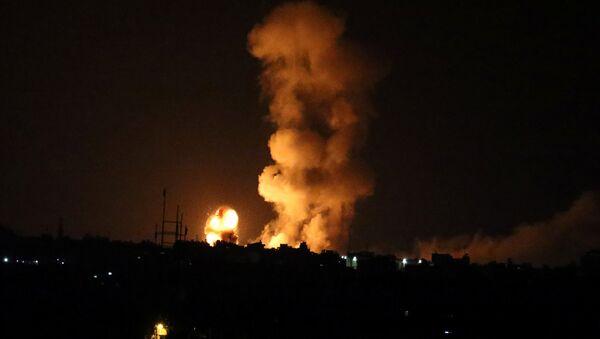 İsrail, askerlerine ateş açıldığı gerekçesiyle Gazze'ye geniş çaplı saldırı düzenledi - 20 Temmuz 2018 - Sputnik Türkiye