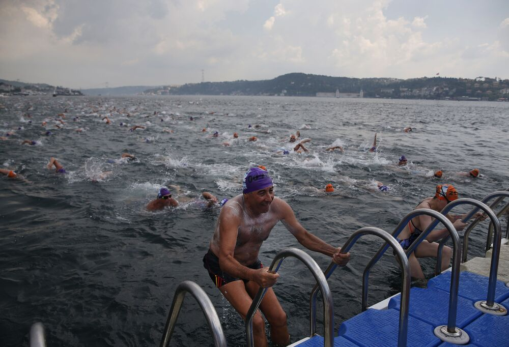 İstanbul Boğazı'nda Kıtalararası Yüzme Yarışı