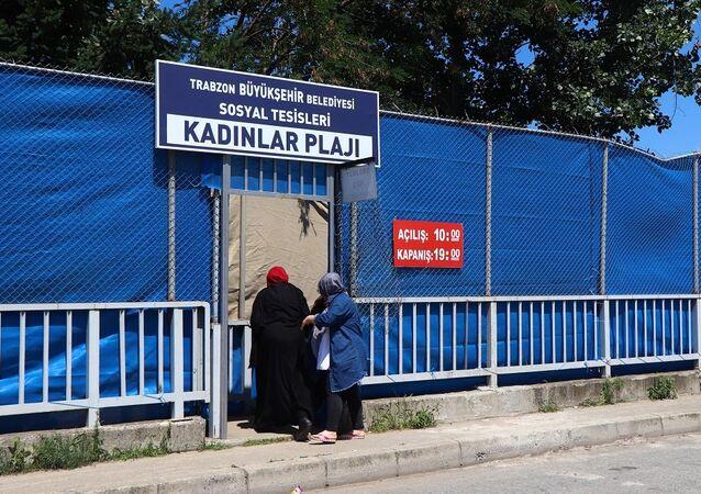 Sürmene'de kadınlara özel plaj