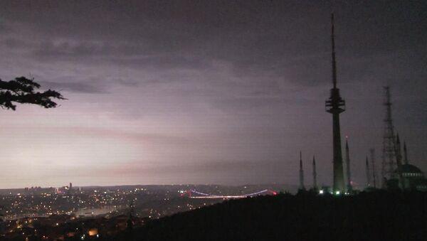 İstanbul'da şimşekler geceyi aydınlattı - Sputnik Türkiye