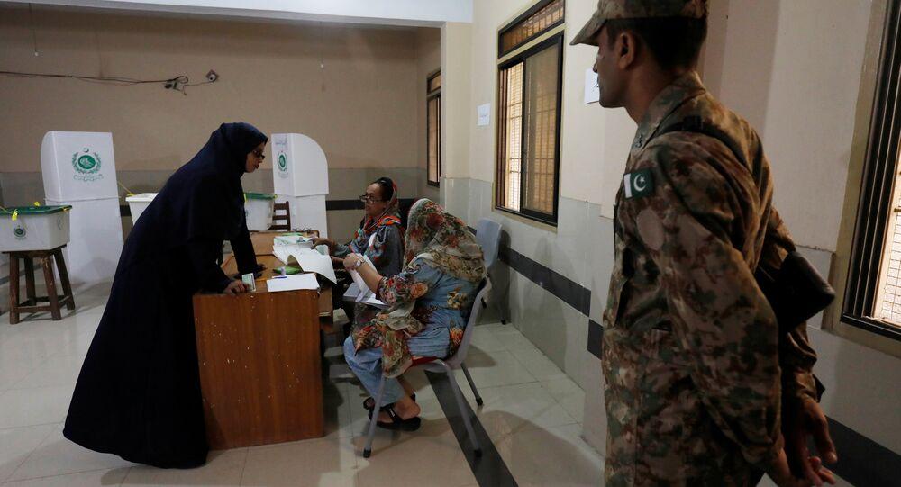 Pakistan genel seçimlerinde oy verme işlemi başladı