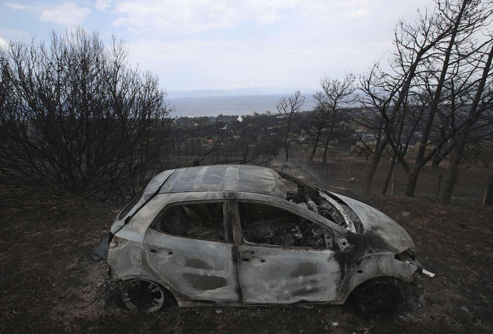 Yangın 23 Temmuz'da Yunanistan başkentinden yaklaşık 50 kilometre uzaklığında bulunan Kineta tatil beldesine yakın bir yerde meydana geldi.