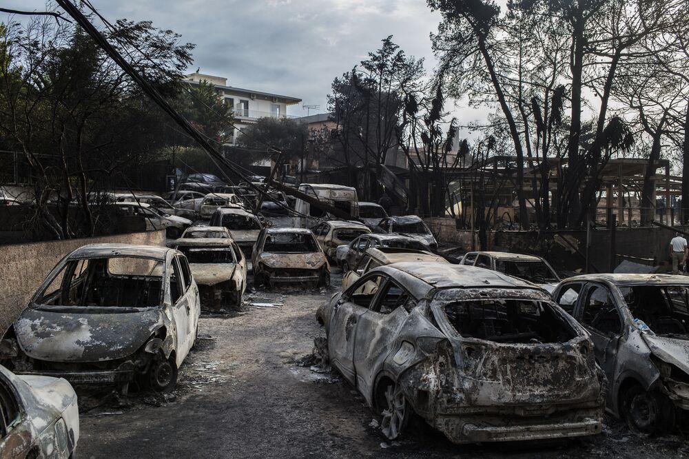 Yunanistan'ın Güney ve Doğu kısmında devam eden yangınlar, üke için son on yıl içinde en büyük yangın oldu.