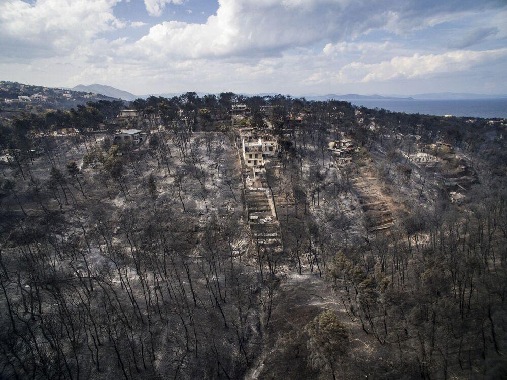 Yunanistan'da bulunan Mati köyü yangından sonra.