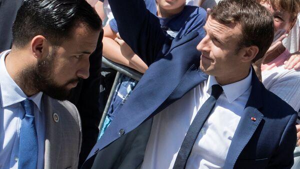 Emmanuel Macron ile eski başkoruması Alexandre Benalla - Sputnik Türkiye