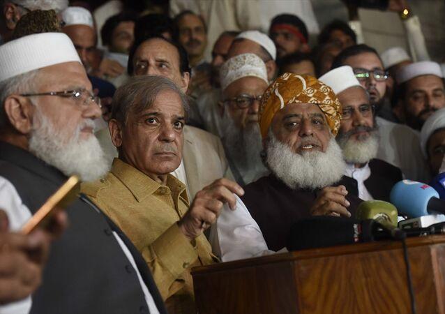 Pakistan'da  PTI dışındaki partiler seçimin yenilenmesi için protestolar düzenleyeceklerini açıkladı
