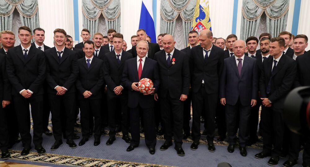 Putin, 2018 Dünya Kupası'nda çeyrek final oynayan Rusya milli futbol takımını Kremlin'de kabul etti.
