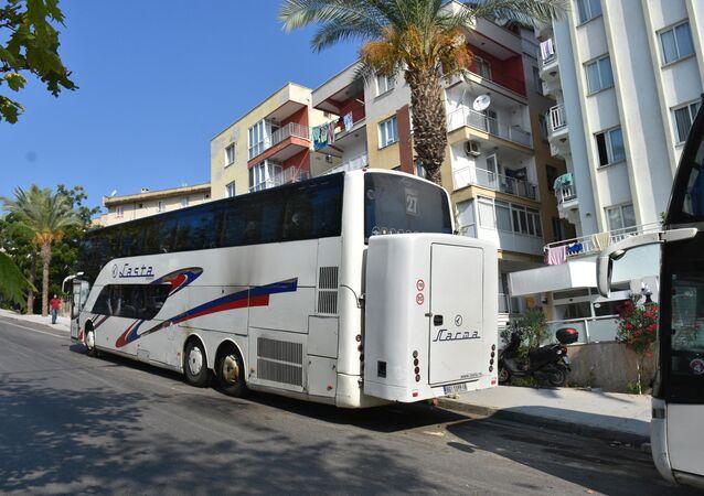Tur otobüsüne molotoflu saldırı girişimi
