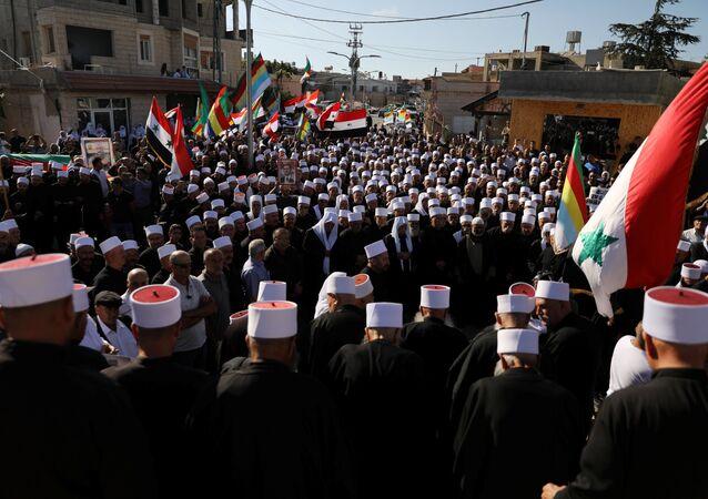 Suriyeli Dürzilerden Golan Tepeleri'ndeki ateşkes hattı yakınındaki Bukata'da Esad yönetimine destek gösterisi