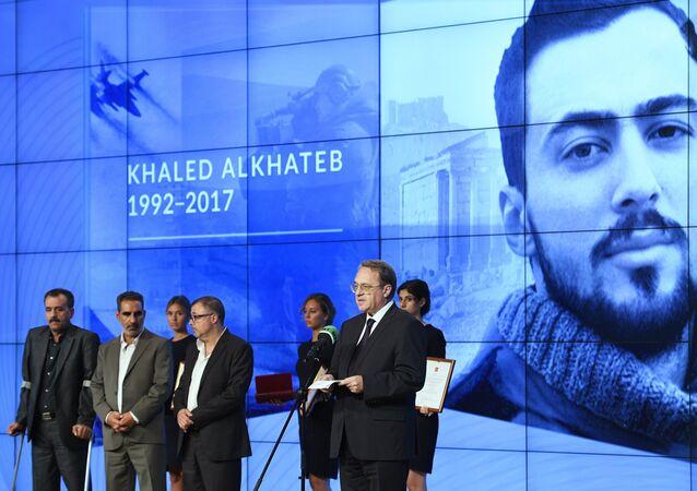 Rusya Devlet Başkanı Vladimir Putin, Khaled Al Khatib'i Cesaret Madalyası ile ödüllendiren kararnameyi Nisan 2018'de imzaladı. Bu madalya, El Khatib ile birlikte çalışan operatör, şoför ve Khaled el-Khatib'in babasına da verildi.