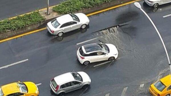 Ankara'da sağanak nedeniyle yol çöktü - Sputnik Türkiye