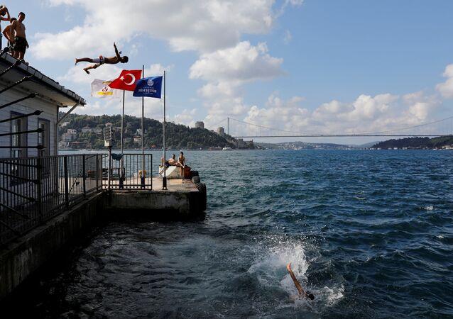 İstanbul- Deniz- Rıhtım- Sıcak