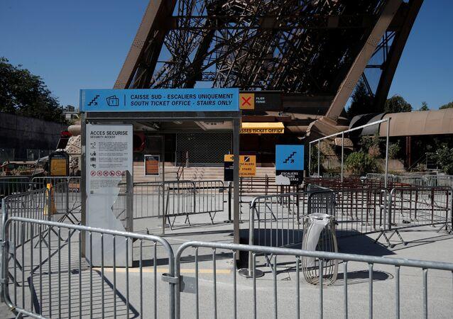 Eyfel Kulesi ziyarete kapatıldı